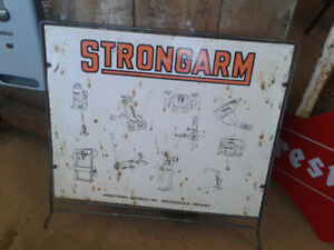 Strongarm sign