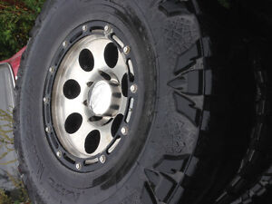 37/13.5/17 nitto mud grapplers .. 6 tires total