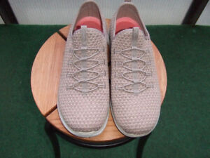 Shoes, NEW, Ladies, Sketchers Memory Foam 8-1/2