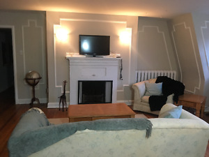 Large downtown  2 bedroom close to uniiversity  available May 1