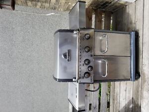 BROIL KING BBQ GAS GRILL - 4 BURNER