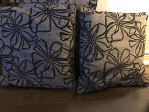Set of 3 next to new cushions for sale!