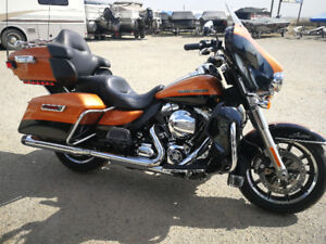 2014 Harley Ultra Limited Low low miles !!Buy on payments !