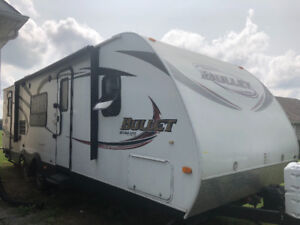 2012 KEYSTONE BULLET 28 FT Travel Trailer