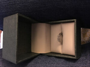 Very pretty ring for sale