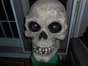 SCULL WITH LED EYES