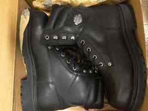 Man size 9 steel toe work boots, brand new!