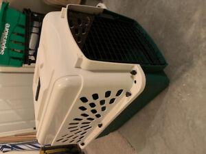Small-medium dog kennel crate