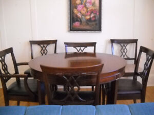 SOLID MAHOGANY TABLE WITH FOUR LEATHER CHAIRS AND TWO LEAVES