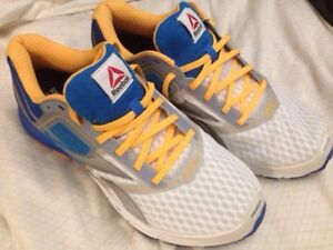 REEBOK MENS SIZE 11 SHOES (NEW)