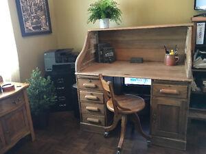 Bureau de travail antique et chaise