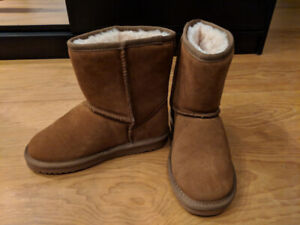 Real suede booties very warm - Size 4 (EU 34)