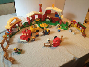 Grosse ferme remplie de tous de Fisher Price Little People