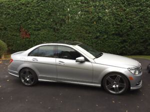 Mercedes-Benz C350 4Matic Gps camera Pano Roof 19'AMG mags