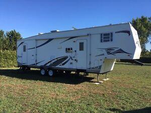 2003 Sierra 32 foot  fifth wheel camper trailer