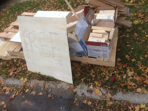 Free wood! Pallets and off cuts of 2 by 4 London Ontario image 3