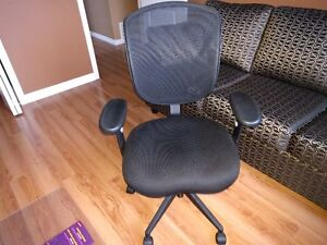 Office Chair for sale Comox / Courtenay / Cumberland Comox Valley Area image 3