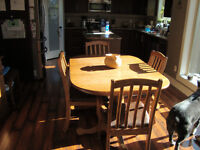 Country Style Dining table and hutch/china cabinet