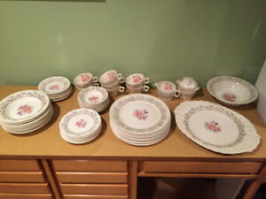 Set de Vaisselle ** Vintage C.D. Golden Rose ** Set Of Dishes