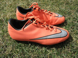 Soccer Shoes / Cleats -- for Boys / Youth -- Sizes 4, 5.5, 6