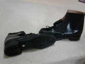New mens army style boots.
