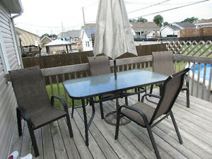 A Vendre    Set Patio + Boyaux d'arrosage