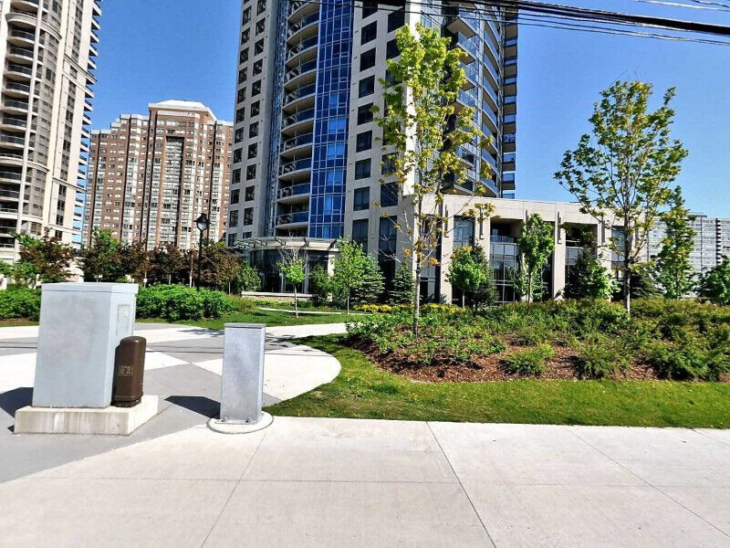 Beautiful 1 Bedroom + Den for lease in Mississauga Square ...