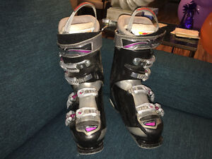 Women's Nordica Cruise NFS Ski Boots size 285