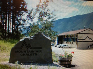 Amazing getaway deal.Golf, fly fishing, 20 minutes from Fernie.