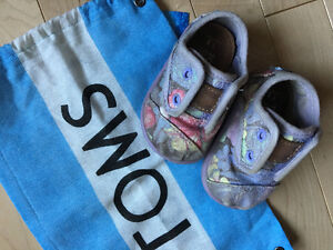 Very Good Condition! Tiny TOMS size T3 Paseo Floral Shoes