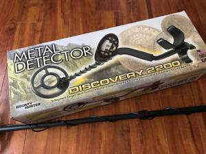 BOUNTY HUNTER 2200 METAL DETECTOR AS NEW