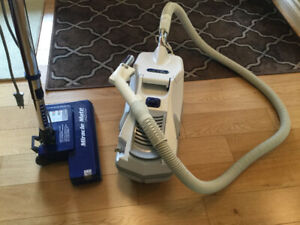 MIRACLE MATE VACUUM CLEANER
