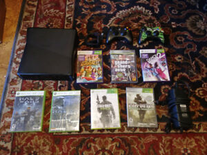 Xbox 360, 2 controllers + several games