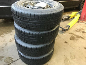 Yokohama Ice Guard ic 52c 15 inch snow tires on rims/sur roues