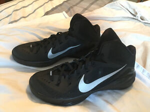 NEW Nike Hyper Dunk basketball shoes, size 10