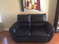 Palliser leather reclining love seat- new condition