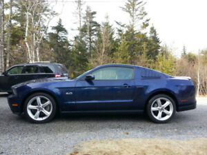 """2012 Ford Mustang  GT Premium - Auto, Glass Roof, 19"""" Wh, 75k km"""