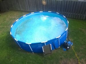Above ground pool with sand pump