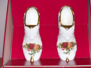 """ROYAL ALBERT"" FINE BONE CHINA ""GRANNY SHOES"" Kawartha Lakes Peterborough Area image 2"