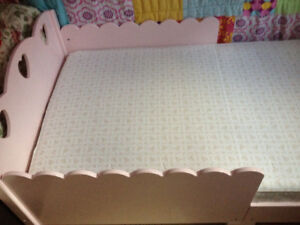 Girls Pretty Toddler Bed Pink with Hearts