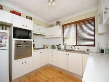 ** 2 Bedroom Unit in Fantastic Location in Ryde ** Chatswood Willoughby Area Preview