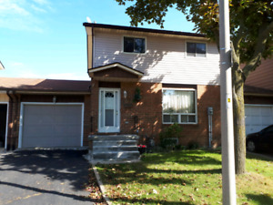 BEAUTIFUL TWO STORY & 4 BEDROOM HOME AVAILABLE FOR RENT
