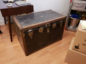 Beautiful antique trunk - GREAT CONDITION - GREAT PRICE $120