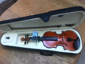 Brand New 4/4 Violin With Accessories