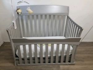 Graco Lennon 4 in 1 convertible Crib
