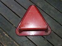 banc triangulaire en métal