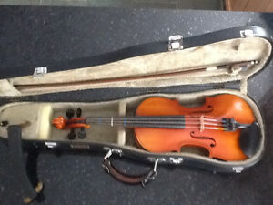 Violin (3/4), bow with mother of pearl inlay, chin rest & case