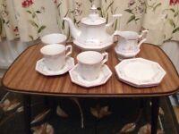 Johnson brothers tea set - 6 place - excellent condition