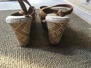 Old navy wedge sandals - never worn size 8 Kingston Kingston Area image 3