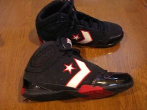 Converse basketball shoes - BRAND NEW - size 9 - Mens